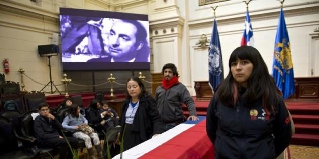 Hommage au poète Pablo Neruda le 25 avril 2016 à Santiago  © AFP MARTIN BERNETTI