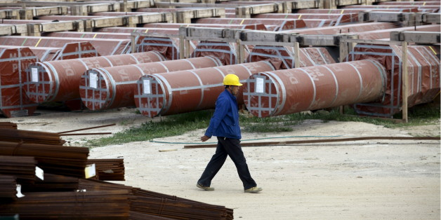 A Chinese worker walks at the construction site of the new Great Mosque, which is being built by the China State Construction Engineering Corporation (CSCEC), in Algiers, Algeria January 20, 2016. Algeria is turning to China for external financing for several infrastructure projects including a new $3.2 billion port as the North African OPEC state looks to weather the collapse in global oil prices. REUTERS/Ramzi Boudina