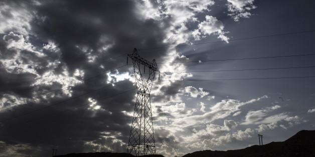 A power transmission tower is seen near Batna, Algeria  October 7, 2015. REUTERS/Zohra Bensemra
