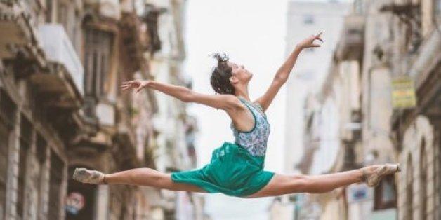 Les danseuses Daniela Fabelo et Daniela Cabrera dévoilent une danse dans les rues de Cuba