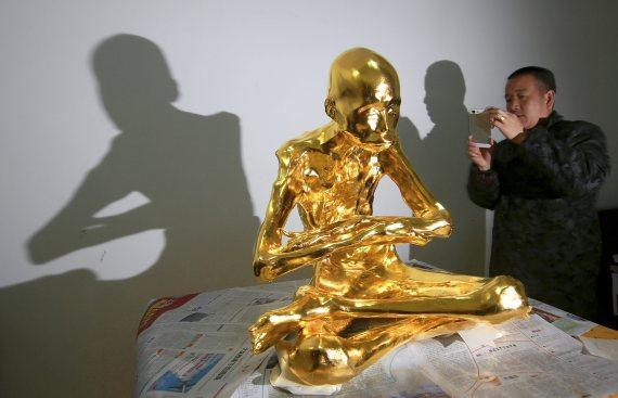 fu hou chinese monk mummified gold