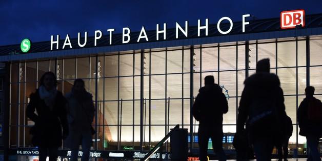 Die Domplatte vor der Kölner Bahnhof.