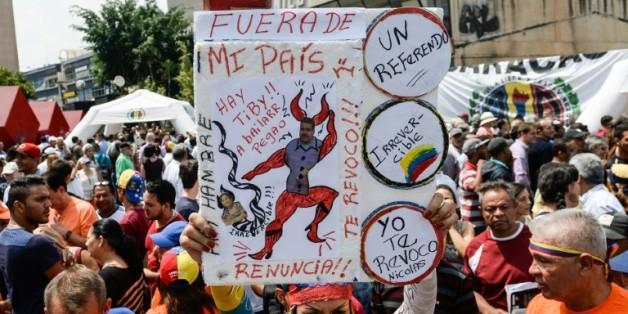 Une manifestation d'opposants au président Nicolas Maduro à Caracas au Venezuela, le 27 avril 2016