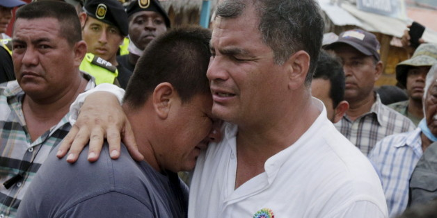 Ecuador's President Rafael Correa (R) embraces a resident after the earthquake, which struck off the Pacific coast, in the town of Canoa, Ecuador April 18, 2016. REUTERS/Henry Romero
