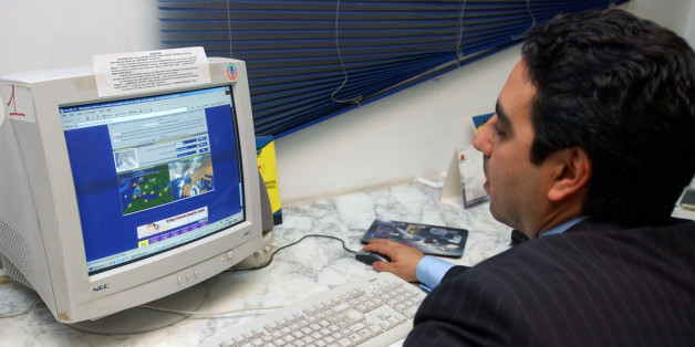 "** ADVANCE FOR TUESDAY NOV. 15 ** A Tunisian man surfs the web at a ""Publinet"", a Tunisian internet cafe in downtown Tunis, Wednesday, Nov. 9, 2005.  Tunisia, host of next week's U.N. technology summit, happens to be one of the world's worst Internet censors, blocking Web sites its government opposes.  (AP Photo/Hassene Dridi)"