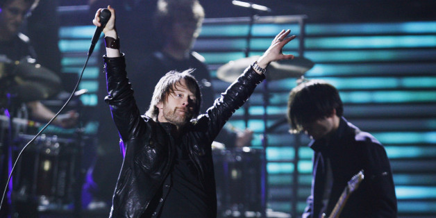 Lead singer Thom Yorke performs with his band Radiohead at the 51st annual Grammy Awards in Los Angeles February 8, 2009.     REUTERS/Lucy Nicholson (UNITED STATES)