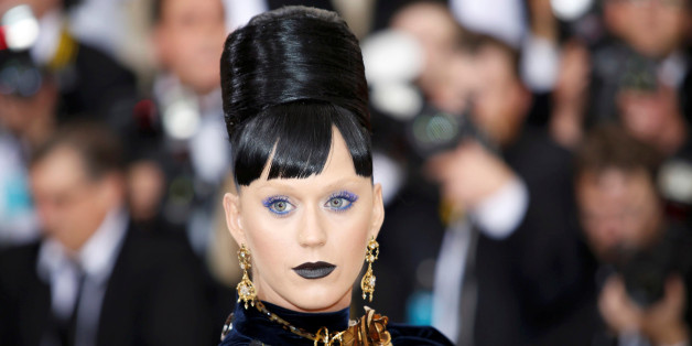 """Singer-songwriter Katy Perry arrives at the Metropolitan Museum of Art Costume Institute Gala (Met Gala) to celebrate the opening of """"Manus x Machina: Fashion in an Age of Technology"""" in the Manhattan borough of New York, May 2, 2016. REUTERS/Eduardo Munoz     TPX IMAGES OF THE DAY"""