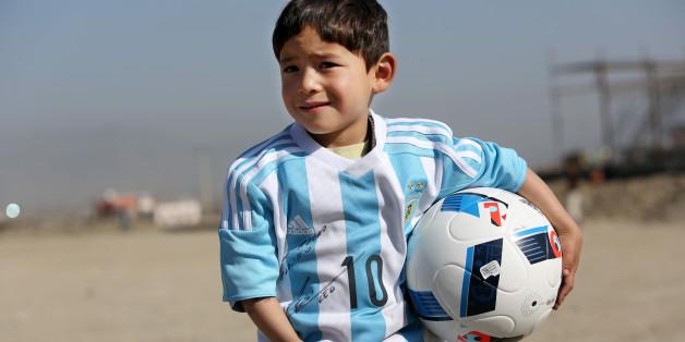 L'histoire du petit Afghan fan de Lionel Messi est devenue triste