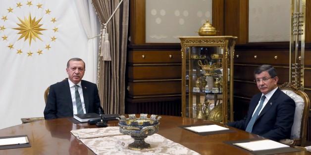 ANKARA, TURKEY - MAY 4: Turkish President Recep Tayyip Erdogan meets Turkish Prime Minister Ahmet Davutoglu at the Presidential Complex in Ankara, Turkey on May 4, 2016. (Photo by Turkish Presidency / Murat Cetinmuhurdar/Anadolu Agency/Getty Images)