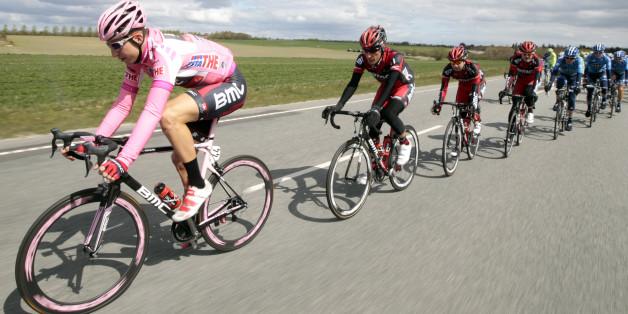 Bei der Giro d'Italia trägt der beste Radler ein pinkes Trikot (Archiv)