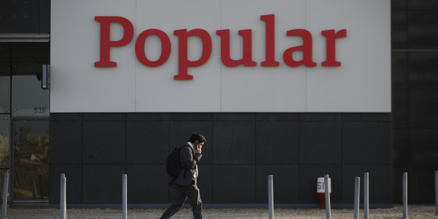 A man walks next to Banco Popular headquarter in Lisbon, Portugal, March 17, 2016.  REUTERS/Rafael Marchante