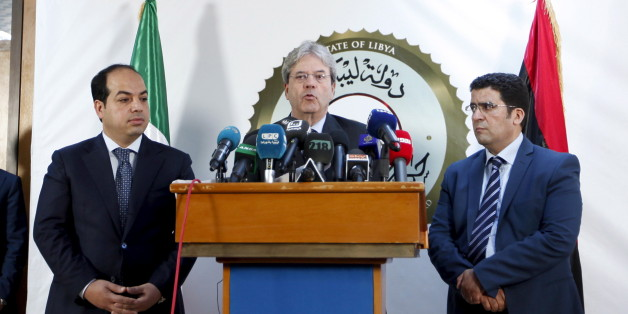 A member of the Presidential Council of Government of National Accord, Ahmed Maiteeq (L) and Italian Foreign Minister Paolo Gentiloni (C) hold a joint news conference in Tripoli, Libya, April 12, 2016. REUTERS/Ismail Zitouny