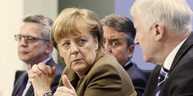 Kanzlerin Angela Merkel (l.) und CSU-Chef Horst Seehofer: Ein Zeitungsinterview könnte für neuen Ärger in der Union sorgen (Archivbild)