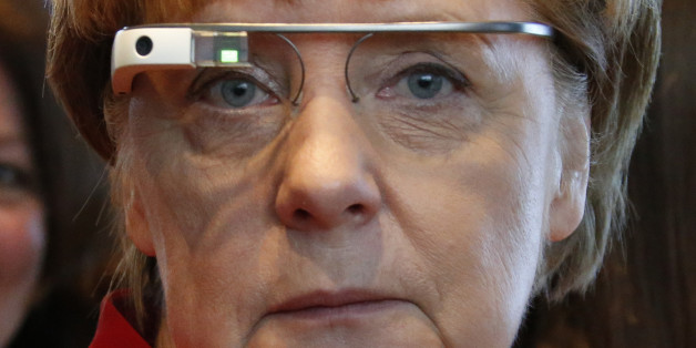 """Angela Merkel mit einer """"Google Glass"""" Datenbrille"""