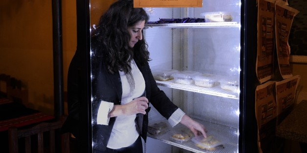 """Les files d'attente devant les """"frigos sociaux"""" en Argentine ne désemplissent pas. AFP."""
