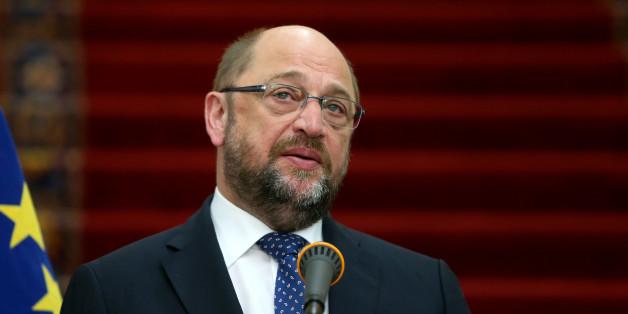 European Parliament President Martin Schulz speaks during a press conference with Iran's Parliament speaker Ali Larijani after their meeting in Tehran, Iran, Saturday, Nov. 7, 2015. (AP Photo/Ebrahim Noroozi)