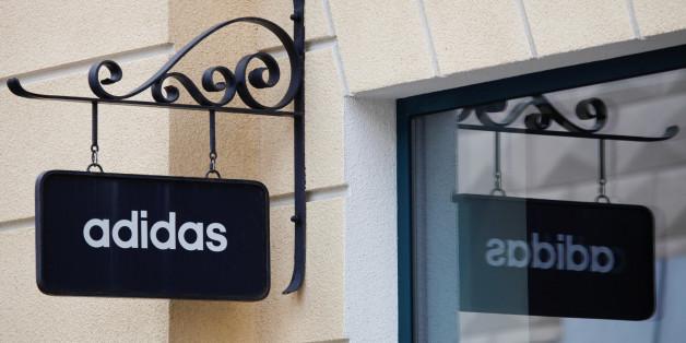 Adidas gibt seinen Mitarbeitern frei, damit sie zu Flüchtlingshelfern werden können.