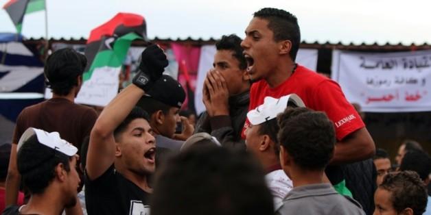 Manifestation à Benghazi, en Libye, appelant les forces armées à reprendre au groupe Etat islamique Syrte, sans aide étrangère, le 6 mai 2016