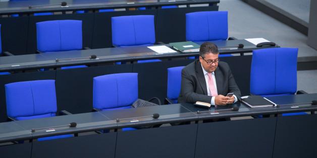 SPD-Chef Sigmar Gabriel hat für einen offenen Konkurrenzkampf um die SPD-Kanzlerkandidatur geworben