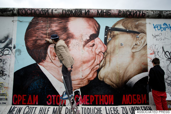 berlin fraternal kiss