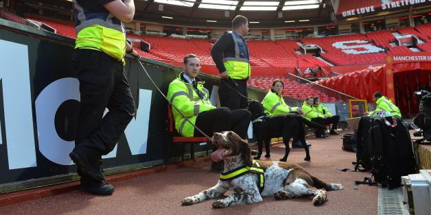 Das Stadion wurde mit Bombenspürhunden durchsucht