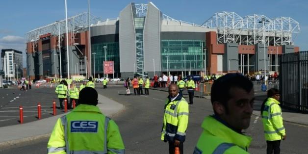 Le stade d'Old Trafford évacué après la découverte d'un colis suspect, le 15 mai 2016