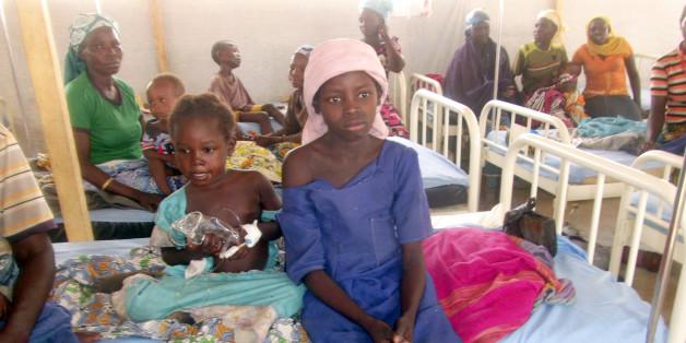 Nigerianische Mädchen und Frauen in der Klinik des Minawao-Flüchtlingscamps in Kamerun
