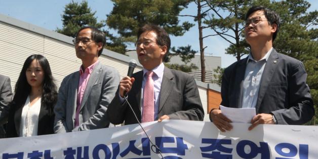 민변이 5월 16일 경기 시흥 북한이탈주민보호센터에서 기자회견을 열고 4월 7일 집단입국한 북한 종업원들에 대한 접견 허용을 요구했다.