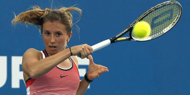 Annika Beck schlägt am Dienstag bei dem Tennis-Turnier in Nürnberg gegen Nicole Gibbs (USA) auf