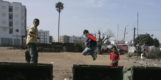 Des enfants qui jouent à Sidi Moumen, à Casablanca en 2009.