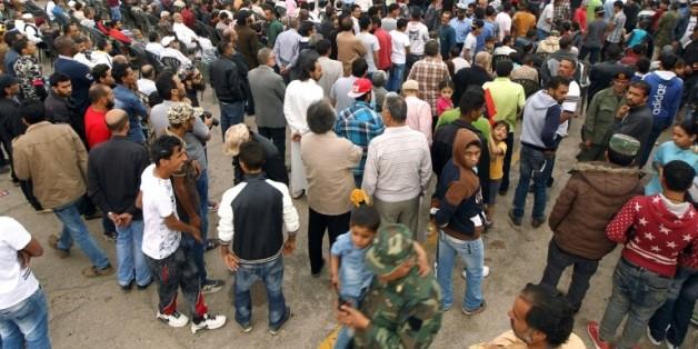 Manifestation à Benghazi pour réclamer une opération militaire pour reprendre la ville de Syrte au groupe EI, sans aide étrangère, le 6 mai 2016