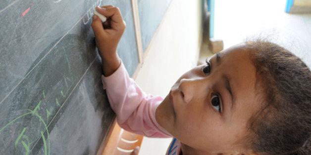Une élève dans une école au Maroc