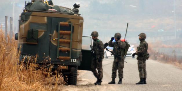 2015년 1월 전남 목포의 육군 모 부대 소속 모 일병이 근무지를 이탈해 군이 북항 일대에서 검문 검색을 벌이고 있다.