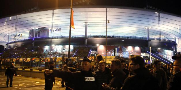 Polizisten vor dem Stade de France in der Nacht des Anschlags vom 13. November 2015
