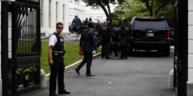 WASHINGTON, DC - MAY 20:  Members of the Secret Services return to the White House after U.S. President Barack Obama went golfing at Joint Base Andrews in Maryland on May 20, 2016 in Washington, DC. An armed man was shot by a Secret Service while Obama was golfing at Andrews. (Photo by Aude Guerrucci - Pool/Getty Images))