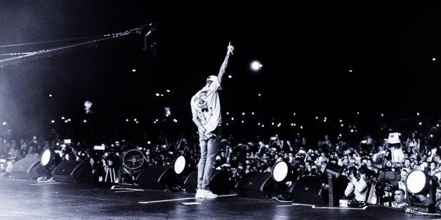 Chris Brown met le feu sur la scène de l'OLM