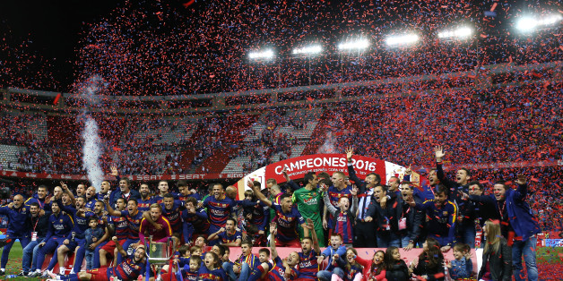 Barcelona players celebrate after winning the final of the Copa del Rey soccer match between FC Barcelona and Sevilla FC at the Vicente Calderon stadium in Madrid, Sunday, May 22, 2016. Barcelona won 2-0 (AP Photo/Francisco Seco)