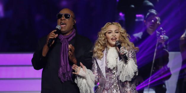 """Stevie Wonder und Madonna gedachten mit """"Purple Rain"""" an den verstorbenen Prince"""
