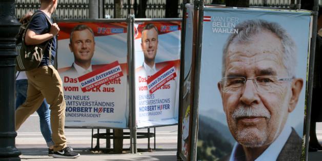Wahlplakate nach der Stichwahl zum Bundespräsidenten in Österreich