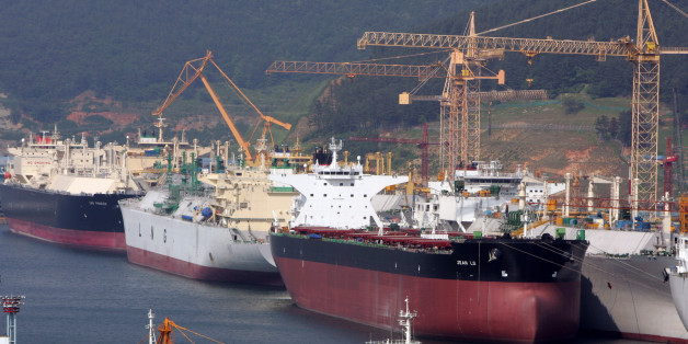 Okpo shipyard of South Korea's Daewoo Shipbuilding & Marine Engineering (DSME) is seen in Koeje island.  Okpo shipyard of South Korea's Daewoo Shipbuilding & Marine Engineering (DSME) is seen in Koeje island of South Kyongsang province, about 470 km (292 miles) southeast of Seoul, May 17, 2005. The DSME is the world's second largest shipyard. REUTERS/Lee Jae-Won