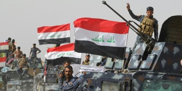 Les forces irakiennes rassemblées dans le village de al-Shahabi à l'est de Fallouja pour combattre l'EI, le 24 mai 2016