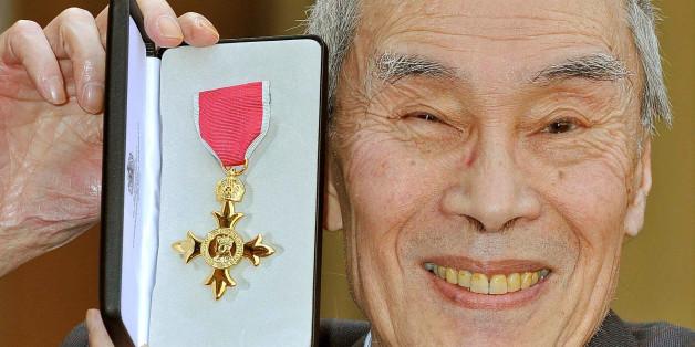 Der britische Schauspieler Burt Kwouk hat den Orden des Britishen Empires im Jahr 2011 erhalten. Am 25. Mai 2016 ist er verstorben