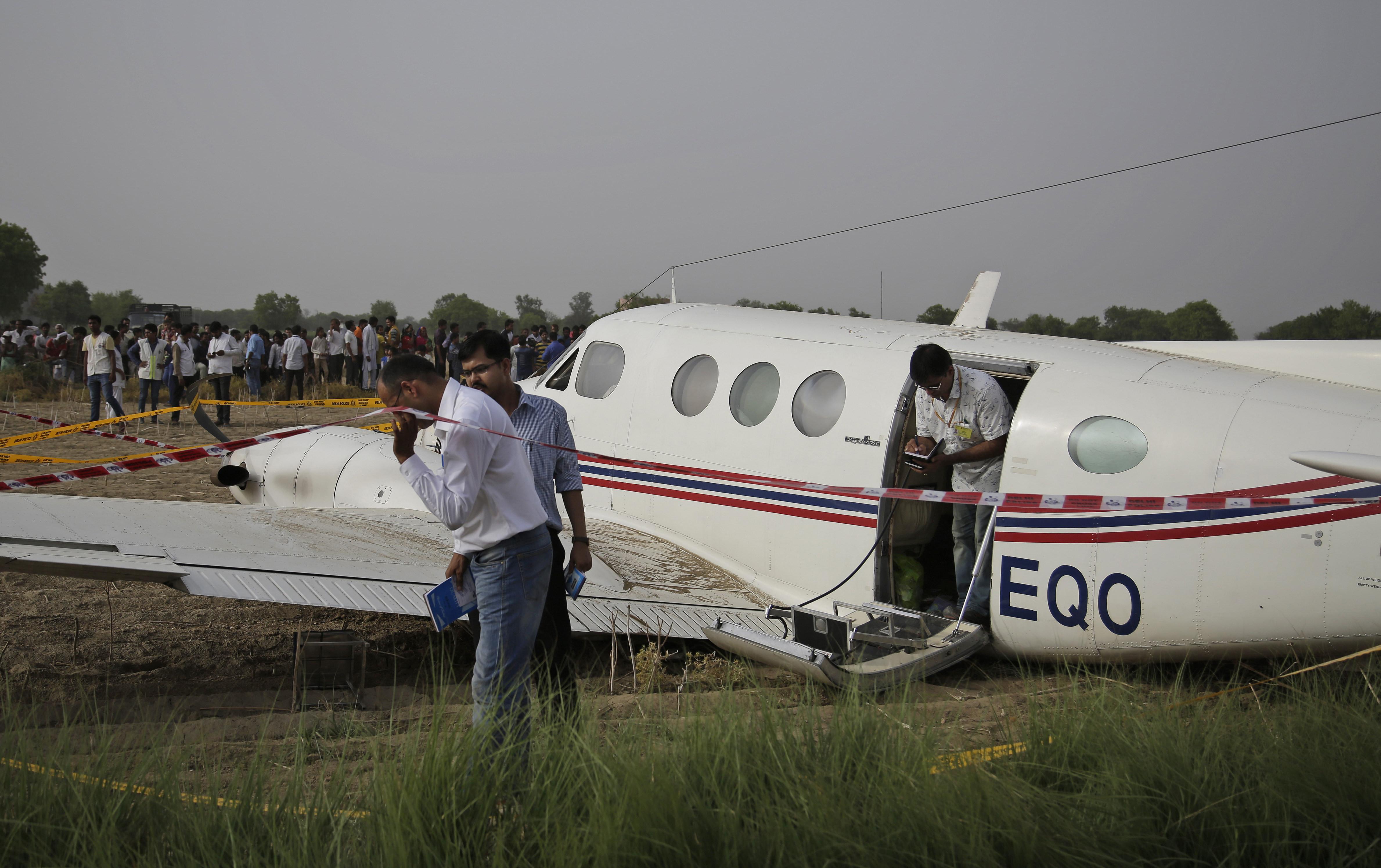 delhi air ambulance crash land