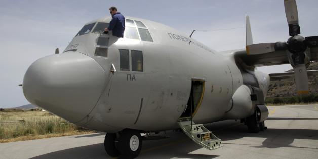 Eine griechische C-130, die an der Suche nach dem  Wrack der verunglückten Egypt-Air-Maschine beteiligt ist