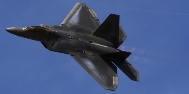 A F-22 flies in a display during Farnborough International Airshow, Farnborough, England, Monday, July 19, 2010. (AP Photo/Sang Tan)