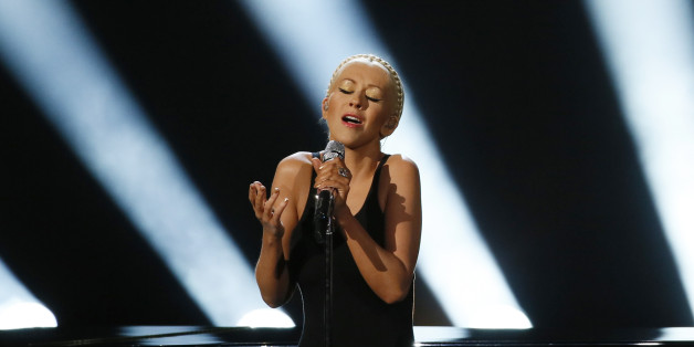 """Christina Aguilera performs """"Say Something"""" at the 41st American Music Awards in Los Angeles, California November 24, 2013.    REUTERS/Lucy Nicholson (UNITED STATES  - Tags: ENTERTAINMENT)  (AMA-SHOW)"""