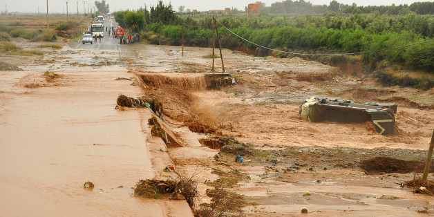 People look at a road submerged in floodwaters near southern Marrakech, October 31, 2012. Torrential rains have caused heavy flooding and damage to property throughout the southern coastal region of Morocco. REUTERS/Abderrahmane Mokhtari (MOROCCO - Tags: DISASTER ENVIRONMENT)