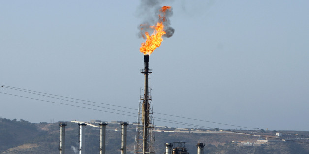 A view of a liquefied petroleum gas refinery in Arzew near the western city of Oran July 30, 2007. REUTERS/Zohra Bensemra (ALGERIA)