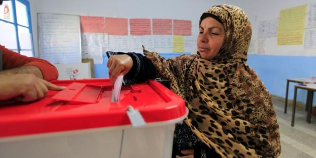 Archives. Une femme vote, lors du second tour de l'élection présidentielle de 2014.