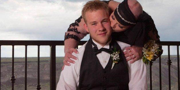 Sie wird seine Hochzeit nicht mehr erleben - so tut ihr Sohn DAS für sie